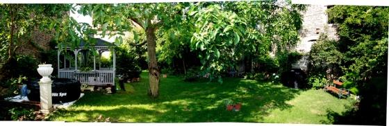 Der Garten von der Südseite gesehen am 26.7.2013