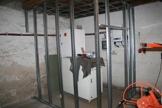 Wände und Decke werden mit Knauf-Profilen errichtet.