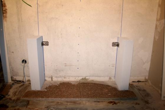 Die Bodenplatte besteht aus zwei Granitplatten, die normalerweise draussen verwendet werden.
