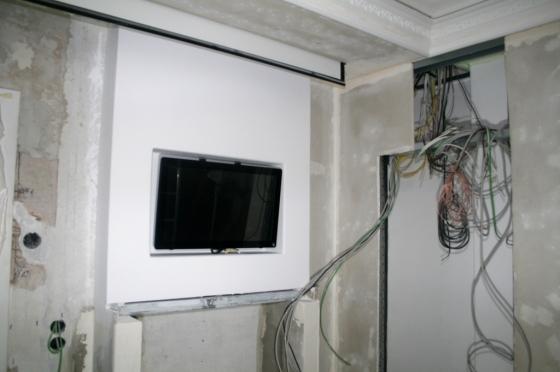 Der Touchscreen ist die Schaltzentrale des KNX-Systems für die Hausautomation. Er erhält in kürze noch einen Bilderrahmen.